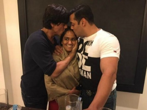 Shah Rukh Khan and Salman Khan Kiss Arpita Khan
