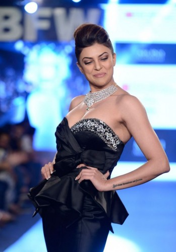 Sushmita Sen Walks the Ramp at Gionee India 10