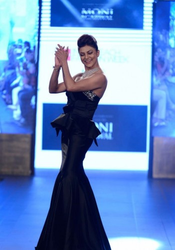 Sushmita Sen Walks the Ramp at Gionee India 07