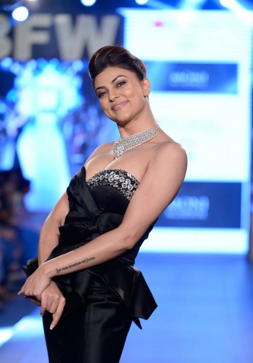 Sushmita Sen Walks the Ramp at Gionee India 02