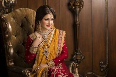 Ayeza Khan Poses Photoshoot for Afzal Jewellers