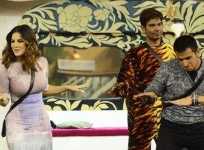 """Sunny Leone enters in """"Bigg Boss 9"""""""