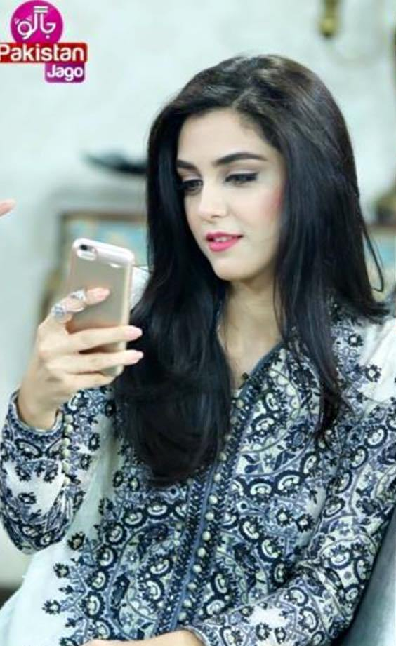 2017 fashion earrings - Maya Ali Looks Best In Nomi Ansari Outfits At Promotions