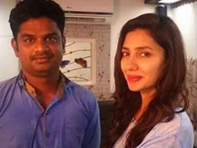 Mahira Khan with Fan