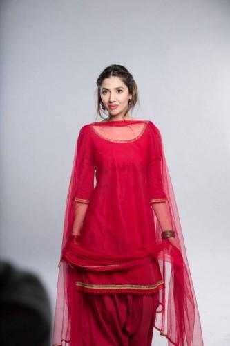 Mahira Kha looks Hot in Shalwar Knameez