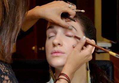Eye pencil to- ine your upper eyelid