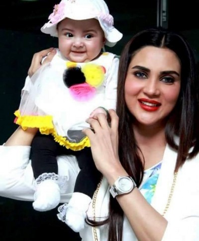 Fiza Ali with her cute baby girl