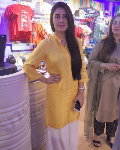 Ayeza Khan at the launches of Andy Birds