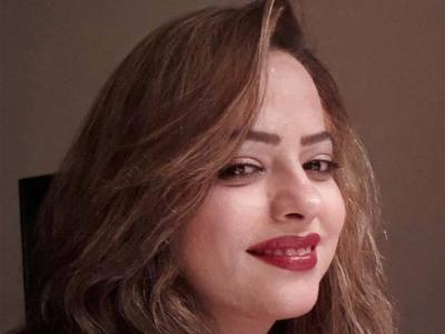 Madiha Shah Working for Dress Fashion Designing