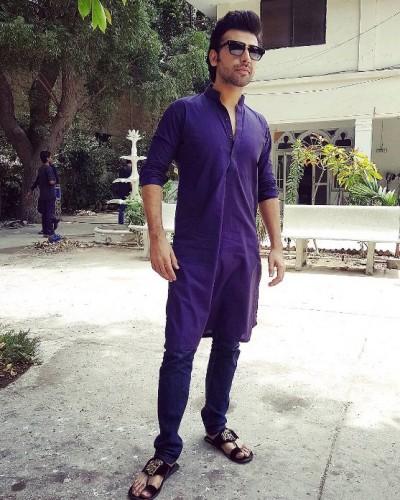 Farhan Saeed wearing Kurta Pants, standing outside a mosque.