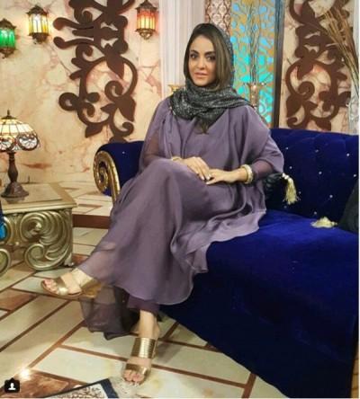 Host Nadia Khan looking so graceful in her new abaya look.