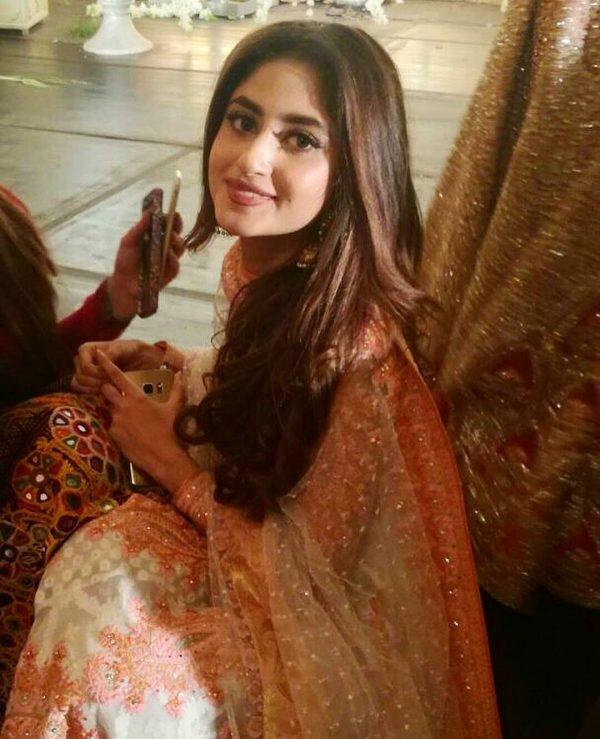 celebrities dust at urwa farhan wedding fashion 2017