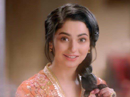 Mehndi Hairstyles With Paranda : Hania aamir new hair style in sunsilks latest commercial fashion 2017