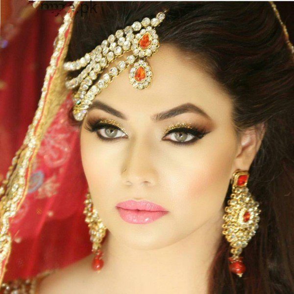 Beauty Parlour Bridal Makeup 2017 : Bridal Makeup Ideas 2017 for Walima - Fashion 2017