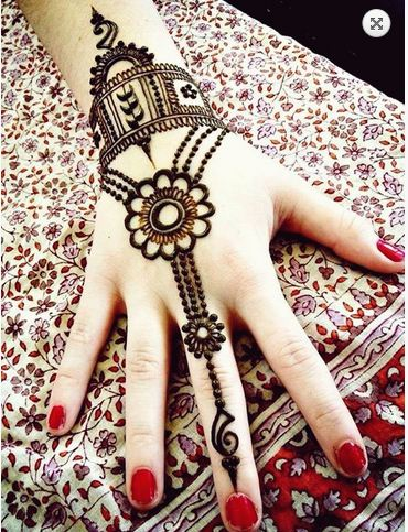 Chained Wrist Bail Henna Design