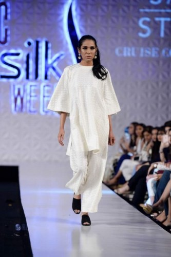 Sania Maskatiya Cruise Collection at PFDC 2017