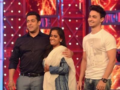 Salman Khan Urpita Khan & Evish Sharma