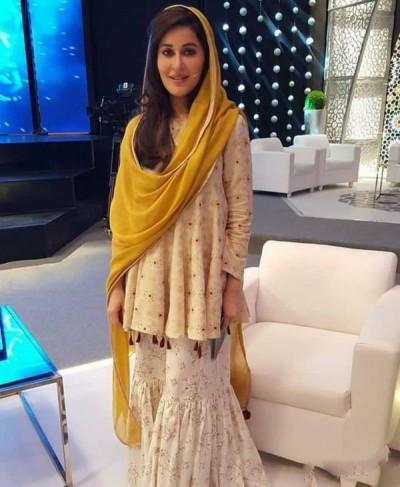 Shaista Lodhi On The Set Of Ittehad Ramzan