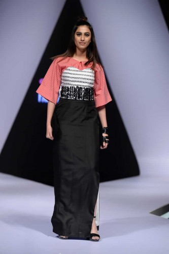 Fashion designer Hira Ali Studios formals4