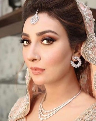 Ayesha Khan10