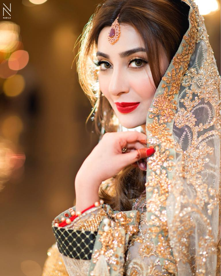 Rabia malik from lahore pakistan showing phuddi for cards - 4 1