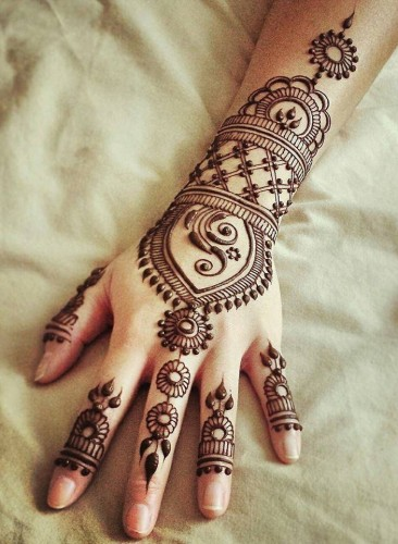 Latest Eid Ul Fitr Mehndi 1