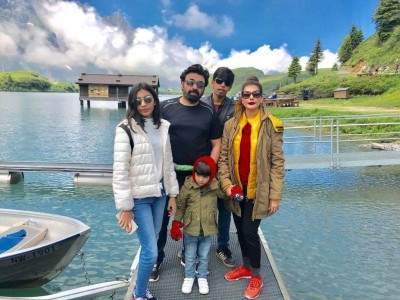 Nida Yasir With Family2