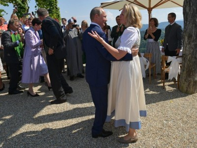 Putin danced with Austrian FM on Her Marriage 7