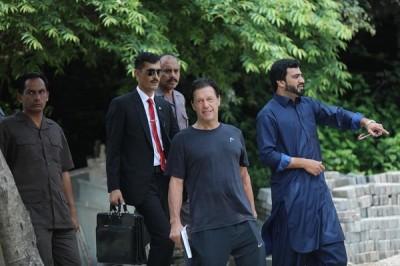 Imran-Khan-dress