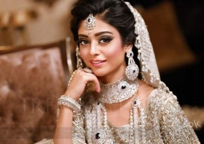Noor Khan Looks Stunning in Latest Bridal Photoshoot2