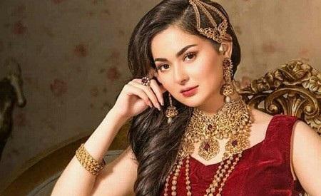 Hania Amir3