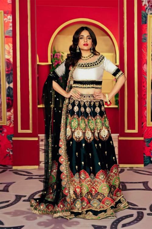 Saira Rizwan Stylish