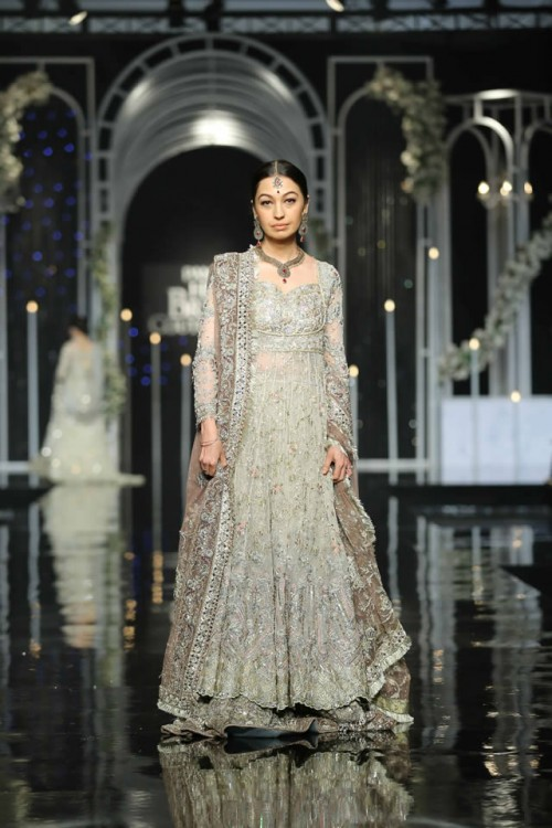 Saba Qamar Bridal Dresses2