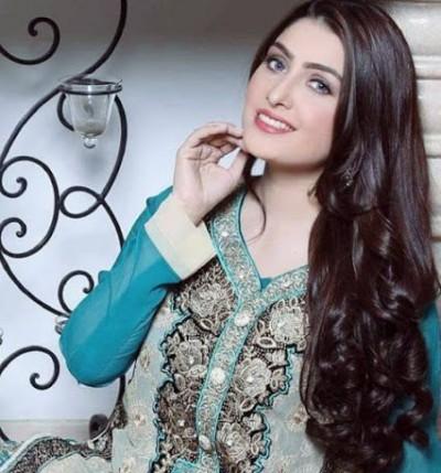 latest pic of Ayeza Khan