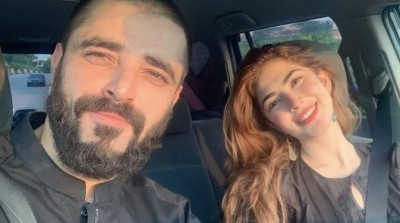 Hamza Ali Abbasi shared Picture of His Biwi