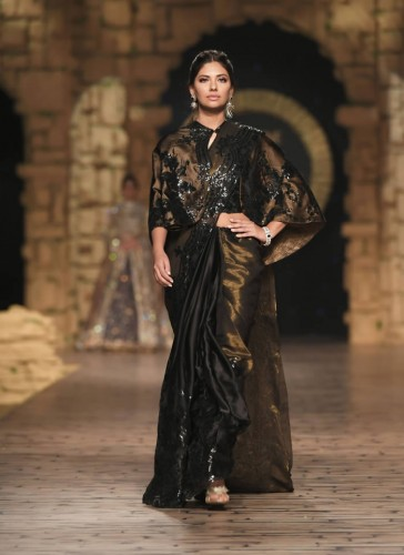 Nilofer Shahid Party Collection 2020